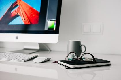 Jak wybrać biurko do miejsca pracy i nauki?