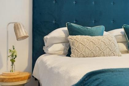 Jakie łóżko wybrać: z zagłówkiem czy bez zagłówka?