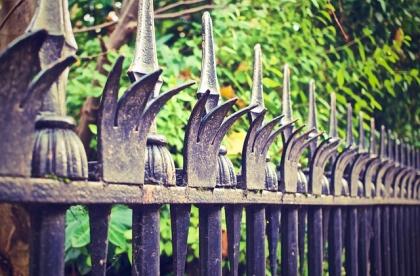 Solidne ogrodzenie